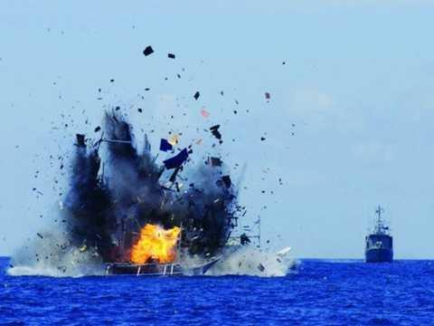 Indonesia cho nổ tung tàu cá 300 tấn của Trung Quốc