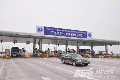 Mộ trạm thu phí trên cao tốc Nội Bài - Lào Cai (Ảnh: Minh Chiến)