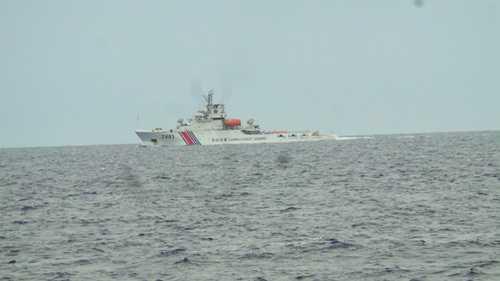 Tàu hộ tống giàn khoan Hải Dương 981 của Trung Quốc hoạt động trái phép trong vùng biển của Việt Nam vào tháng 7/2014 (Ảnh: Minh Chiến)