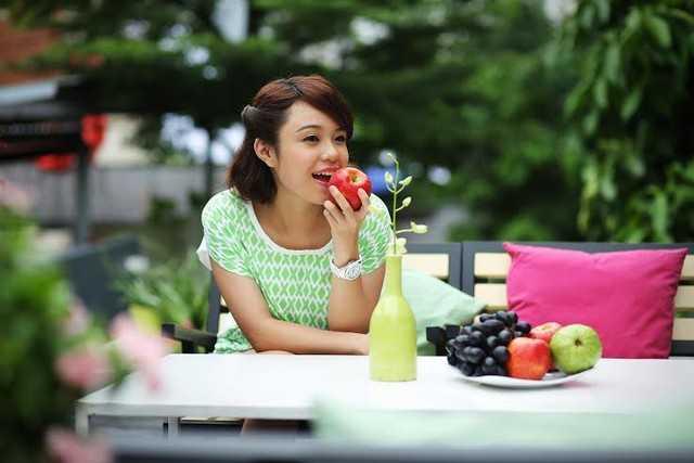 Ăn trái cây để bổ sung thêm năng lượng và vitamin