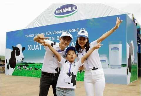 Gia đình Hoàng Bách đã có một chuyến tham quan thật vui và bổ ích ở Trang trại xuất sắc nhất Việt Nam
