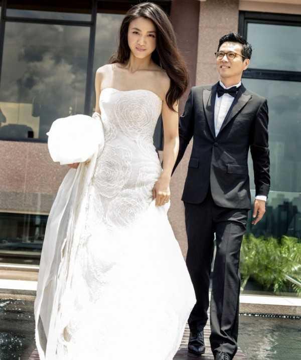Ảnh cưới của Thang Duy và Kim Tae Yong. Chồng cô chính là đạo diễn phim Late Autumn.