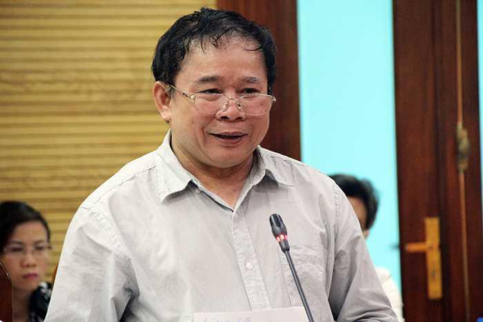Thứ trưởng Bùi Văn Ga giải đáp thắc mắc về đề thi THPT Quốc gia 2015                (Ảnh: Phạm Thịnh)