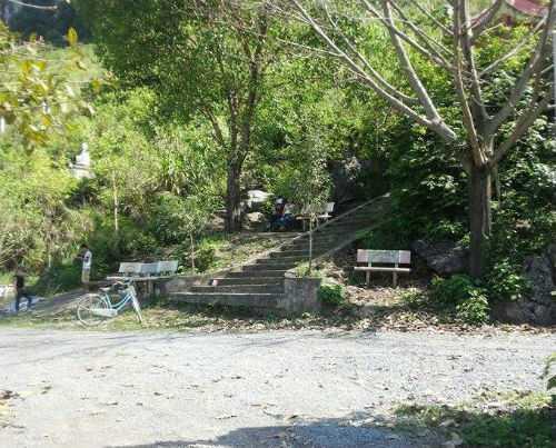 Chân núi chùa Cao