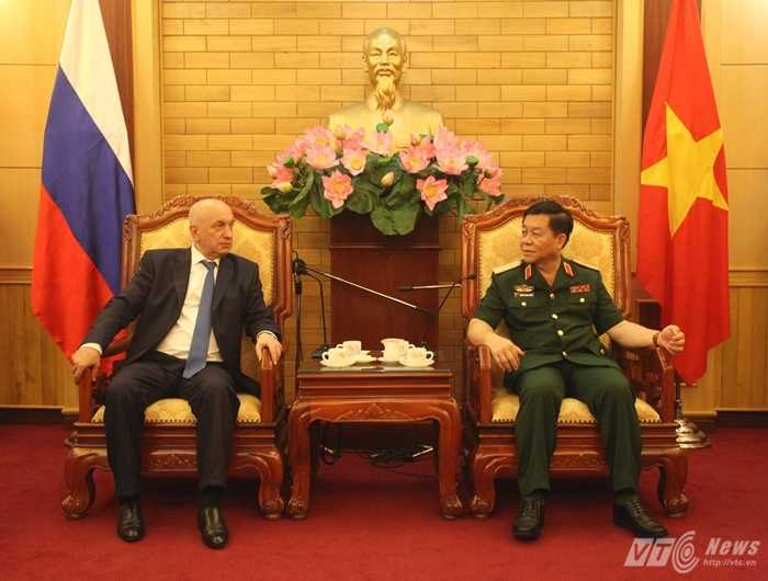 Trung tướng Nguyễn Trọng Nghĩa tiếp Thượng tướng Bezverkhny Aleksanndr Georgievich - Ảnh: Hồng Pha
