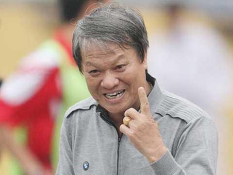HLV Lê Thụy Hai cho rằng đội tuyển Việt Nam đá phòng ngự không bài bản ở trận gặp Thái Lan. (Ảnh: VSI)