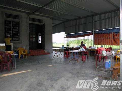 Quán cơm nơi đối tượng Phạm Văn Vỹ chém chị Trinh vào tay trái, giảm 12% sức lao động - Ảnh MK