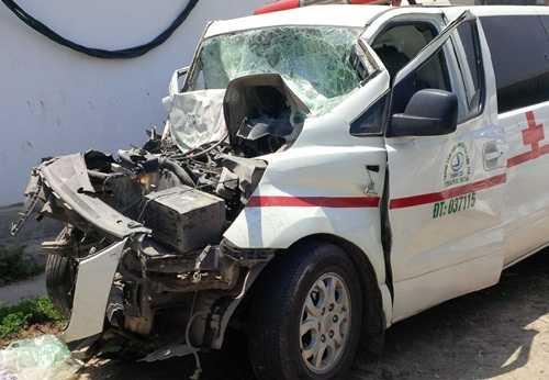 Chiếc xe cứu thương gặp nạn
