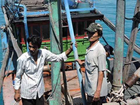 Niềm vui của ngư dân về bờ
