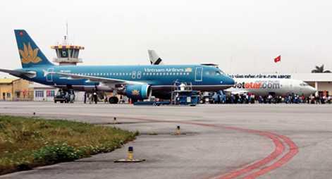Sân bay Cát Bị buộc phải tạm ngừng khai thác do đường băng bị rạn, nứt, lột