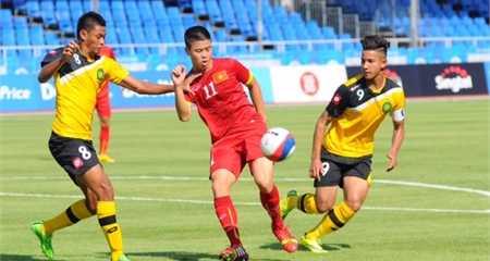 Duy Mạnh trấn giữ hàng tiền vệ U23 Việt Nam