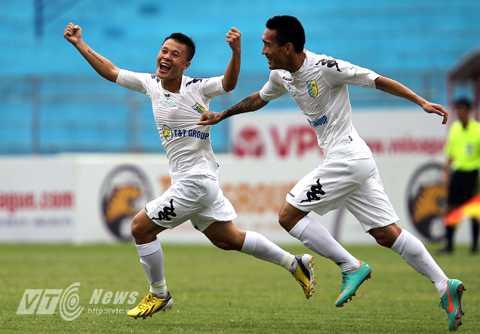Thành Lương giành Quả bóng vàng Việt Nam 2014 (Ảnh: Quang Minh)