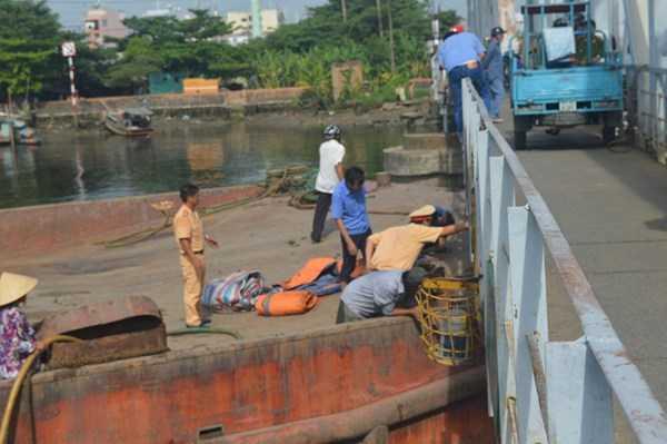 Lực lượng CSGT đường thủy có mặt xử lý vụ việc