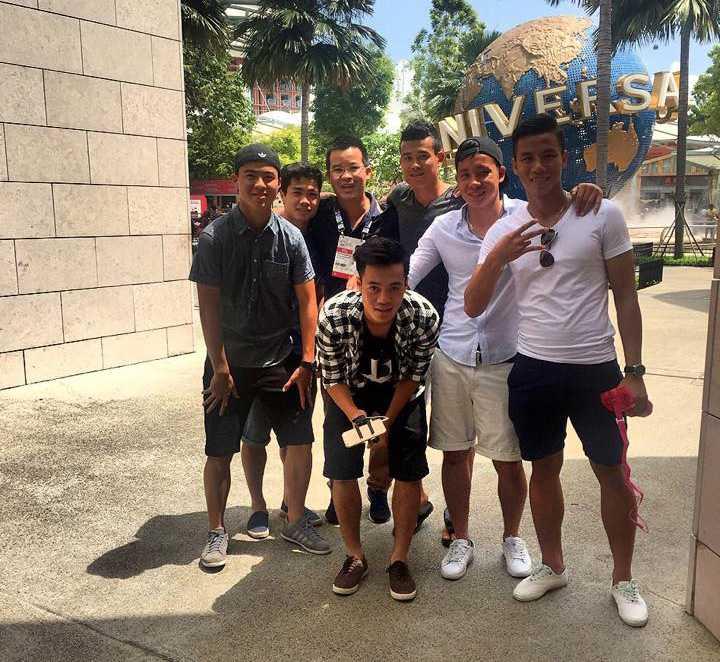 Các cầu thủ U23 Việt Nam đi chơi ở Singapore