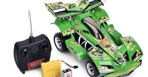 Xe ô tô, mô hình lắp ráp là những sản phẩm luôn được trẻ em ưa chuộng. Ảnh: MH.