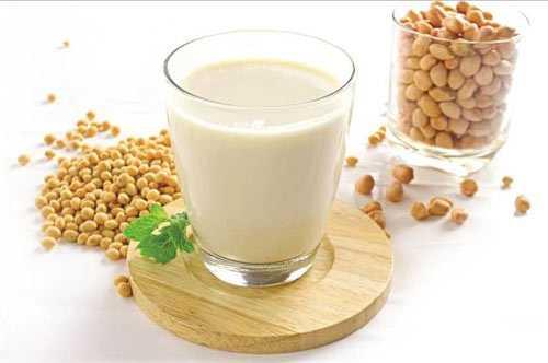 Những người bị bệnh gout không nên uống nhiều sữa đậu nành.
