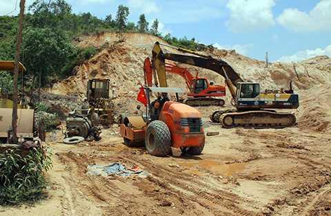 Để thi công dự án đường cao tốc Đà Nẵng-Quảng Ngãi cần đến 26 triệu m3 đất để làm nền đường, nhưng hiện tại chỉ mới đáp ứng được khoảng 4 triệu m3