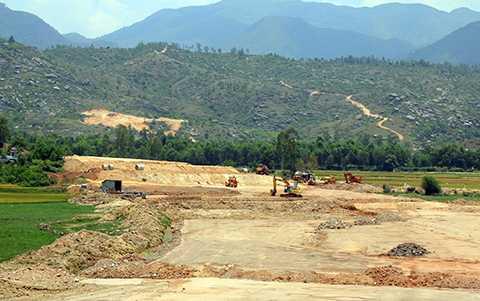 Dự án đứng trước nguy cơ chậm trễ do thiếu mỏ đất