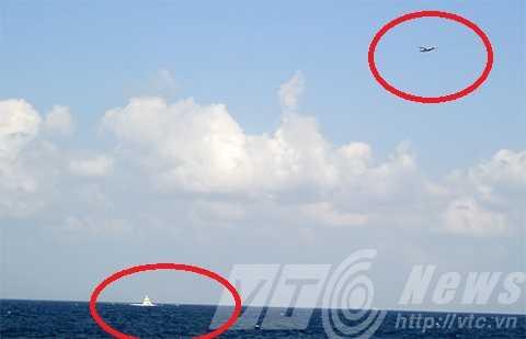 Máy bay và tàu quân sự Trung Quốc uy hiếp tàu cứu hộ Việt Nam khi đang làm nghĩa vụ nhân đạo trên vùng biển chủ quyền Việt Nam.