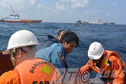 Tàu cứu hộ SAR 412 của Việt Nam thường xuyên bị tàu Trung Quốc quấy nhiễu khi cứu nạn ngư dân bị nạn trên biển Hoàng Sa (Ảnh: Danang MRCC)