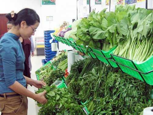 Rau xanh tăng giá chủ yếu do thời tiết nắng nóng Ảnh: Phú Khánh