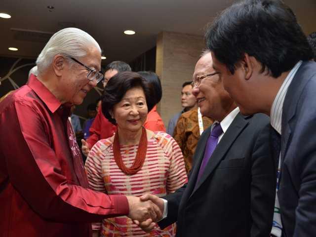 Bộ trưởng Hoàng Tuấn Anh tiếp kiến Tổng thống Singapore trong khuôn khổ Lễ khai mạc Seagames 28
