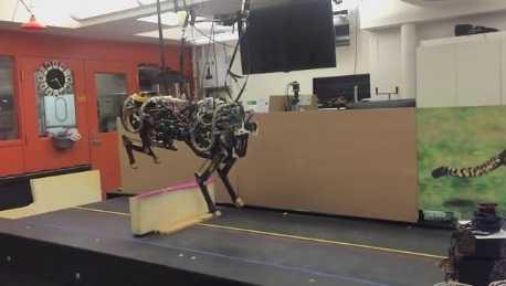Robot Cheetah nhảy vượt chướng ngại vật