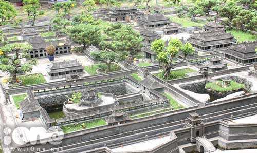 Huế thu nhỏ, tập hợp 151 công trình kiến trúc lớn nhỏ của cố đô Huế được tái hiện chân thực, tinh tế