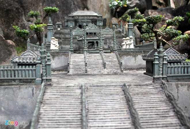 Trong Ngự Lãm viên, anh Tùng còn làm cả chùa Thiên Mụ, điện Hòn Chén cùng lăng tẩm của các vua Gia Long, Minh Mạng, Tự Đức và Khải Định