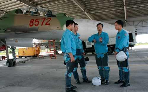 Trao đổi trước giờ bay tập Su-30MK2.