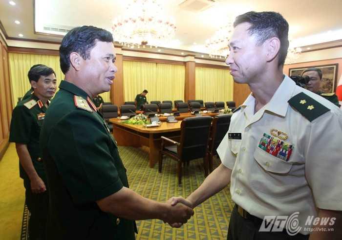 Trung tướng Nguyễn Quốc Khánh tiếp Thiếu tướng Sueyoshi Hiroaki             Ảnh: Hồng Pha