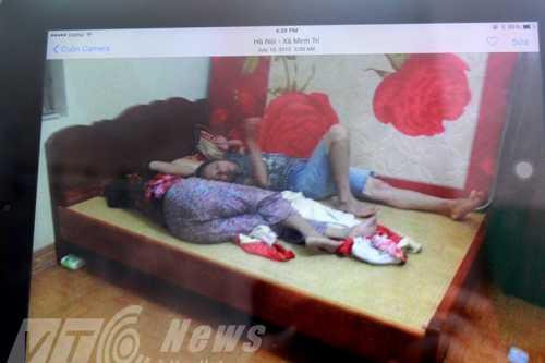 Ông Chuốt khoe ảnh hai bà ngủ chung giường, coi nhau như chị em