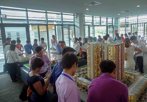Hơn 300 khách hàng tham dự lễ mở bán The One Residence sáng 6/6/2015