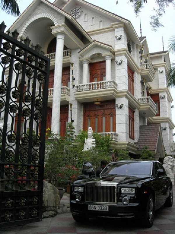 Siêu xe 26 tỷ đồng và biệt thự hoành tráng của bà Diệu Hiền