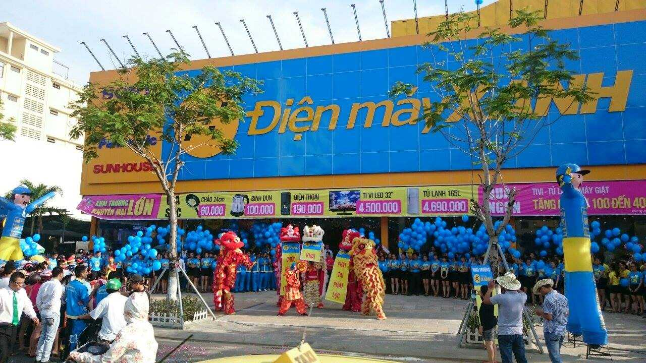 Siêu thị Điện máy Xanh tại Đà Nẵng thu hút nhiều người tiêu dùng
