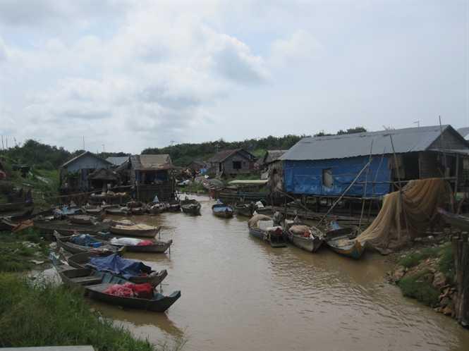 Cửa ngõ vào Biển Hồ, nơi có nhiều người Việt sinh sống