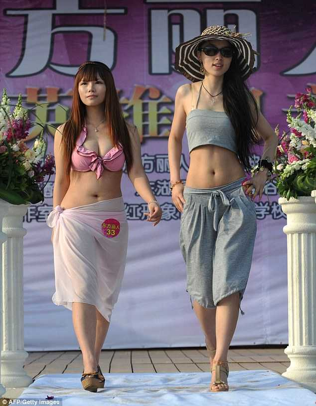 Phần thi trình diễn thời trang áo tắm - một vòng thi trong cuộc thi tuyển