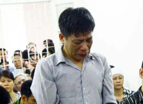 Nguyên Phó bạn quận ủy Cầu Giấy bật khóc tại tòa