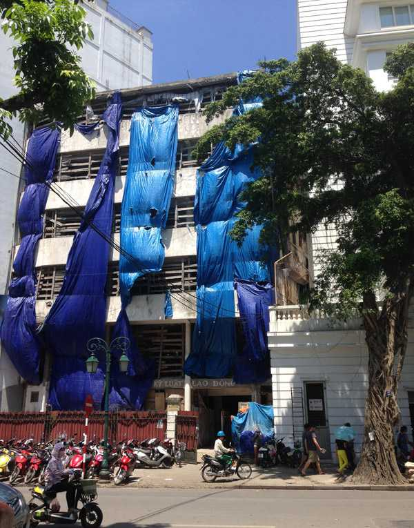 Tòa nhà nhìn từ phố Hoàng Đạo Thành