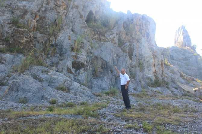 Kho báu bị người Tàu đánh cắp tại núi hang Dơi (ảnh Thành Long)