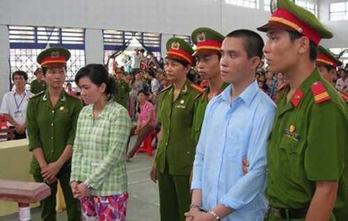 Thủy và Thanh tại phiên xét xử