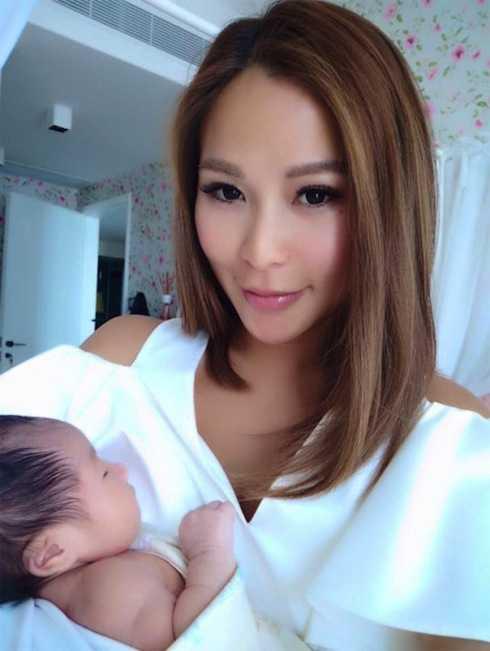 Trần Tuệ Linh khoe hình ảnh con gái trên trang cá nhân.
