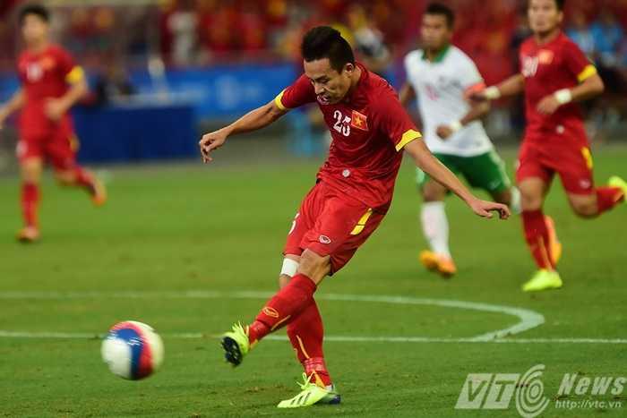 Huy Toàn là 1 trong số những cầu thủ chơi hay nhất trận này
