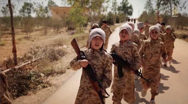 Những đứa trẻ được IS tận dụng từ khi tuổi còn rất nhỏ