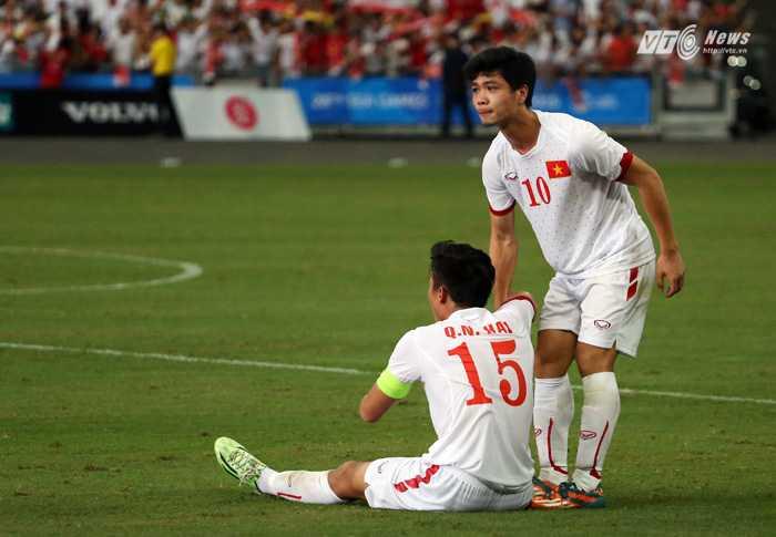 Công Phượng là người duy nhất trên sân của U23 Việt Nam không khóc                (Ảnh: Phạm Thành)
