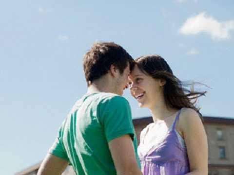 Bạn sinh giờ ngọ, dù đã kết hôn nhưng rất nhiều người theo đuổi bạn.