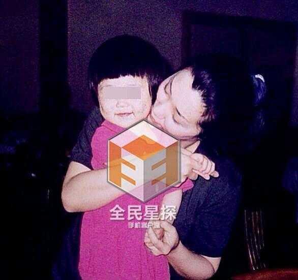 Cô Hầu bên con gái chung với Trương Thiết Lâm.