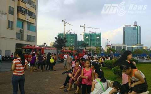 Vụ hỏa hoạn khiến hàng trăm người trong khu chung cư hoảng loạn, bỏ chạy xuống sân