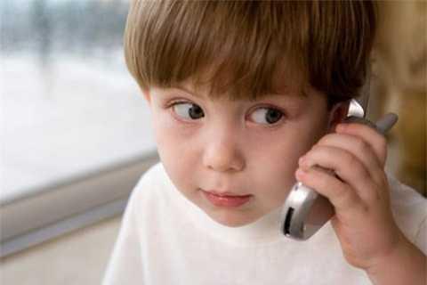 Dạy con biết cách liên lạc với bố mẹ khi cần.
