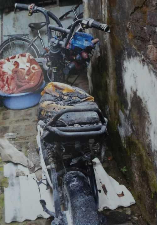 Chiếc xe đạp điện bị thiêu rụi - Ảnh do gia đình nạn nhân cung cấp